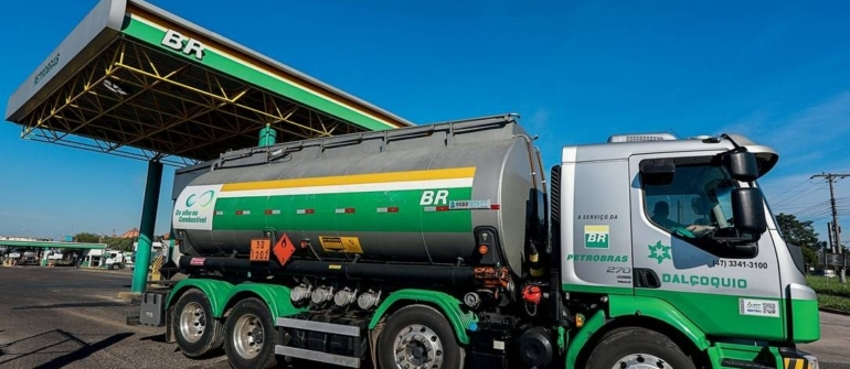 Petrobras reduz preço da gasolina em 15%