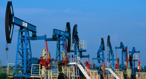Preços de petróleo sobem com avaliação de Opep sobre novos e mais profundos cortes de produção