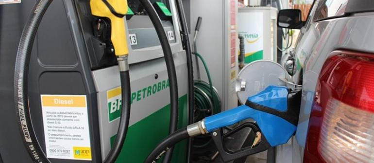 Gasolina vai subir 12% nas refinarias, informa Petrobras