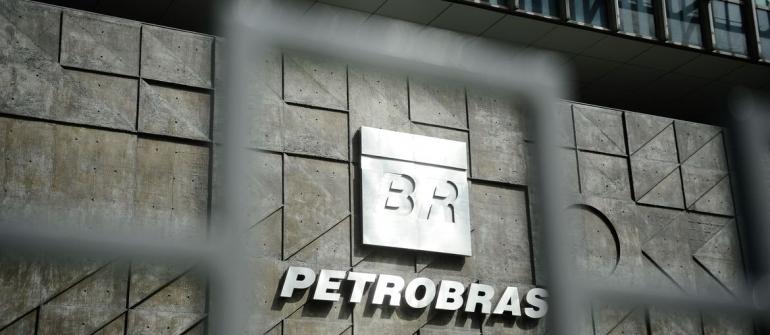 Exportação de óleo marítimo amortece prejuízo da Petrobrás no último trimestre