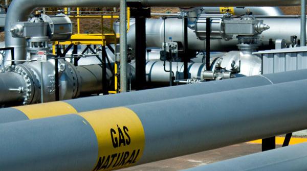 Para pesquisador, aumento da importação de gás natural está relacionado com processo de privatização da Petrobras