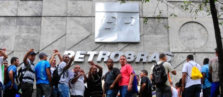 Petrobras pretende arrecadar US$ 35 bi em privatizações para distribuir aos acionistas